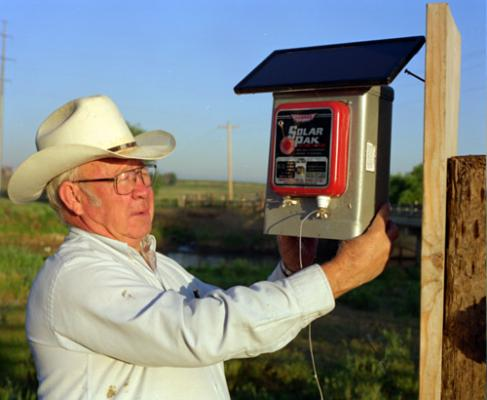 and distributor of electric fencers solar powered electric fencer farm electric fence electric animal gate cabin